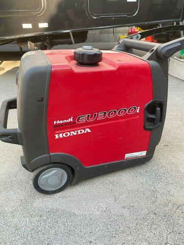 Red Hondas Inverter Eu3000Is 3000 Watt 6.5 Hp Generator