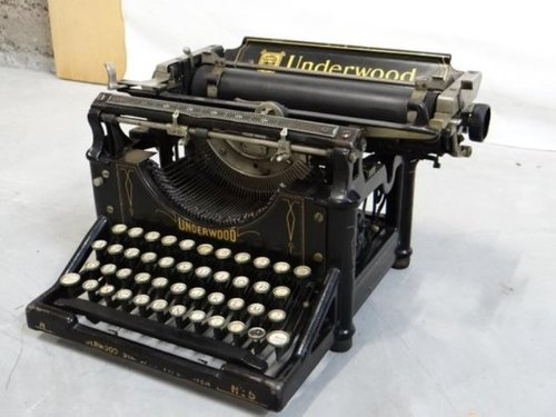 Decorative Vintage Old Antique Typewriter In Good Condition