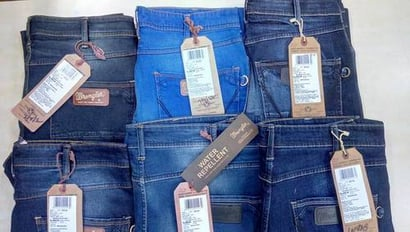 Multiple Shades Comfortable Branded Jeans With Bill