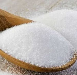 White and Solid Raw Sugar