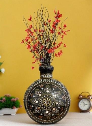 Round Shape Hand Crafted Iron Flower Vase