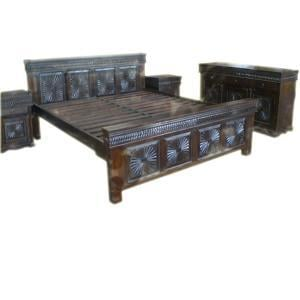 CRAFTED WOODEN BED