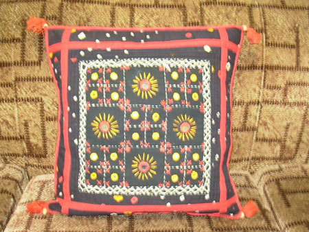 Embroidered Cushion Covers in  Main Bazar (Paharganj)