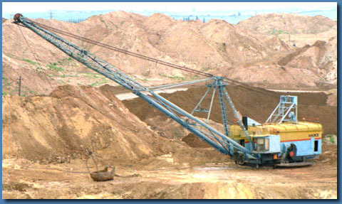 White And Yellow Earthmoving Walking Draglines Machine