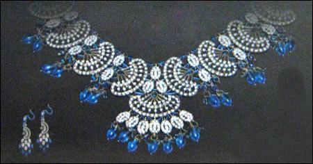 Fancy Stone Studded Necklace Set