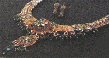 Fashionable Polki Necklace Set