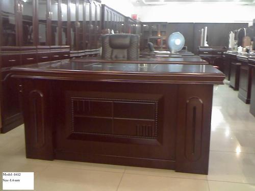 https://tiimg.tistatic.com/fp/1/573/modular-office-table-351.jpg
