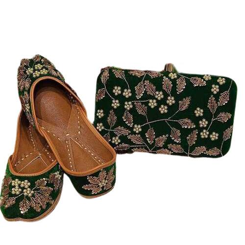 Cream Women Designer Khussa Shoes/ Jutis