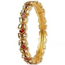Bangle Made In Red Quartz And Kundan