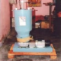 Radial Lubricator For Oil And Grease
