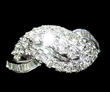 Fancy Design Diamond Ladies Ring in  Netaji Subhash Place