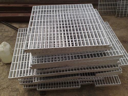 Aluminium Gratings in  Mahim