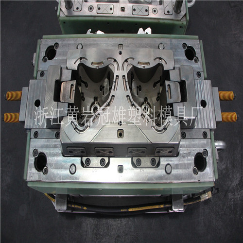 Auto Lamp BMC Reflector Injection Mould
