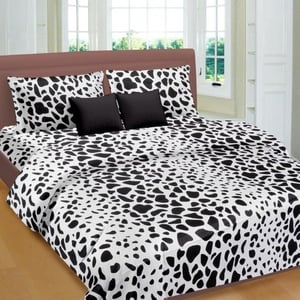 Animal Print Double Bedsheet With Multicolor Pillow Covers