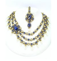Beautiful Kundan Necklace With Maang Tikka