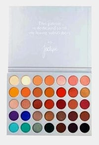 Skin Friendly Multicolor Eyeshadow Palette