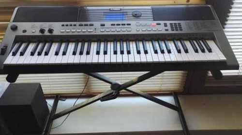 Yahama Electronic Keyboard Piano