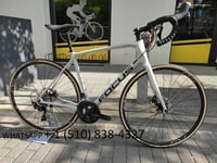 Carbon Endurance Road Bike with Hydraulic Disc Brakes