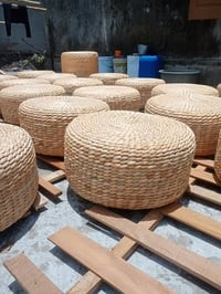 Natural Woven Ottoman Pouf Handicraft Water Hyacinth For Vintage House