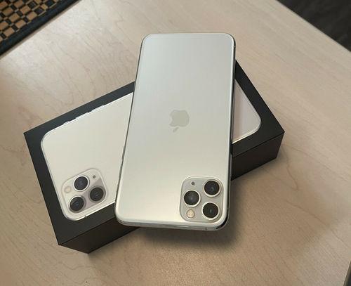 Brand New Unlocked iPhone 11 Pro Max 256 GB (Apple)