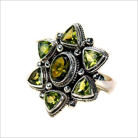 Designer Silver Ring With Peridote Precious Stone