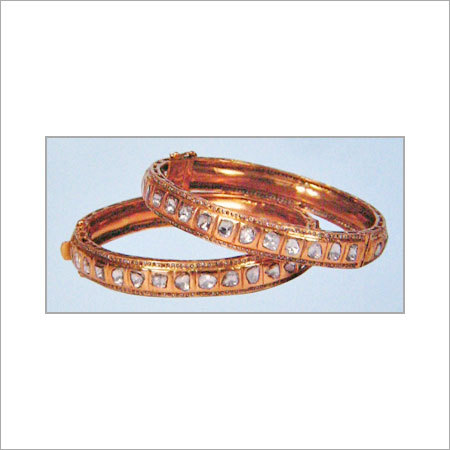 GOLD BANGLES WITH STUDDED DIAMOND