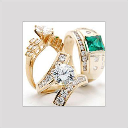 GOLD RINGS WITH STUDDED DIAMOND