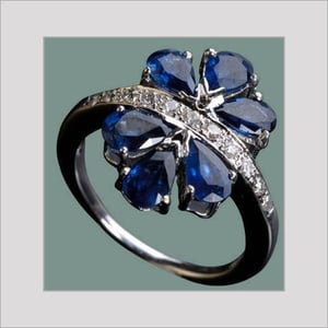 18k White Gold Ring with Blue Sapphire