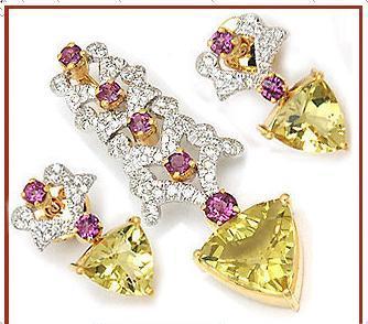 Luxurious Diamond Studded Pendant Excellent