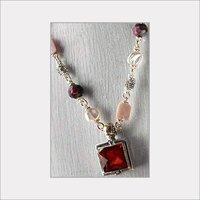Women Elegant Beaded Necklace