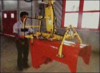 Gripper Machine For Tractor Hood