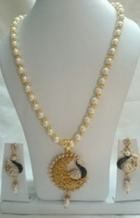 Trendy Beads And Crystal Necklace Set