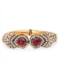 Traditional Rajasthani Emerald Pearl Bangle
