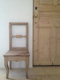 Simple Plywood Door Chair