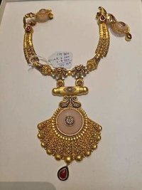 Exclusive Aesthetic Gold Necklace Set