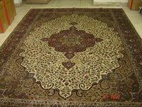 Hand-Knotted Woolen Carpet