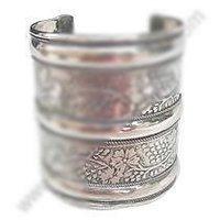 Ladies Metal Cuff Flower Bracelet
