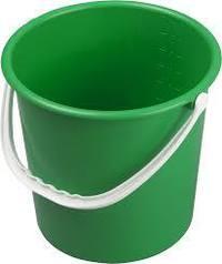 绿色塑料桶
