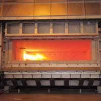 Reverberatory melting furnace