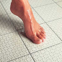 Anti slip tile