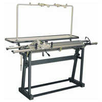 Hand knitting machine